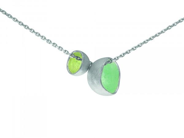 """18 Design Schmuck aus Emaille Collier Schale Duo Limette Silber 600x450 - Collier """"Schale Duo"""" mit Emaille in Beere, Himmel oder Limette"""