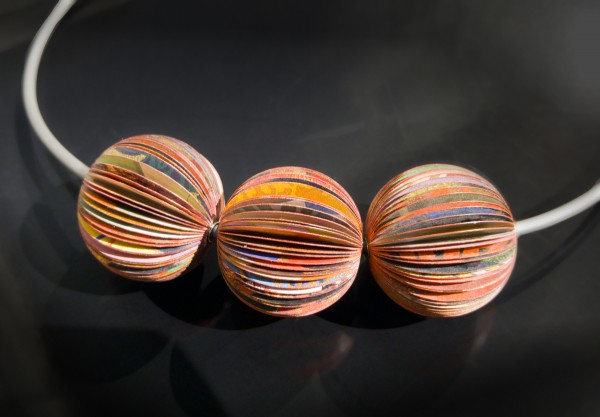 Anhänger Color Sphere 3 Kugeln rot 600x417 - Anhänger Color Sphere