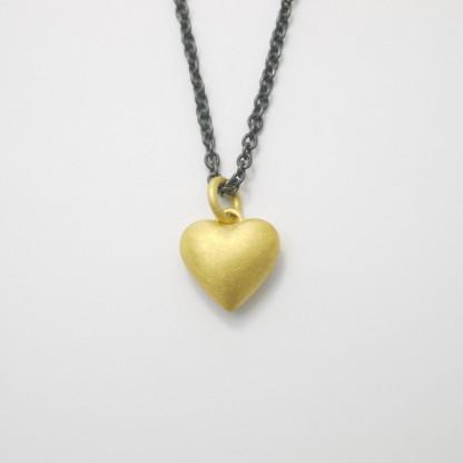 Anhänger Herz aus Gold massiv gegossen scaled 416x416 - Goldener Herzanhänger aus 750er Gelbgold massiv gegossen