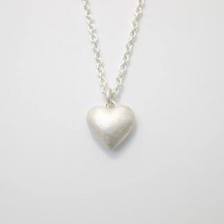 Anhaenger Herz aus Silber massiv gegossen scaled 324x324 - Silberner Herzanhänger aus 925er Silber massiv gegossen