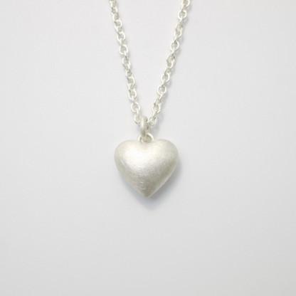 Anhaenger Herz aus Silber massiv gegossen scaled 416x416 - Silberner Herzanhänger aus 925er Silber massiv gegossen