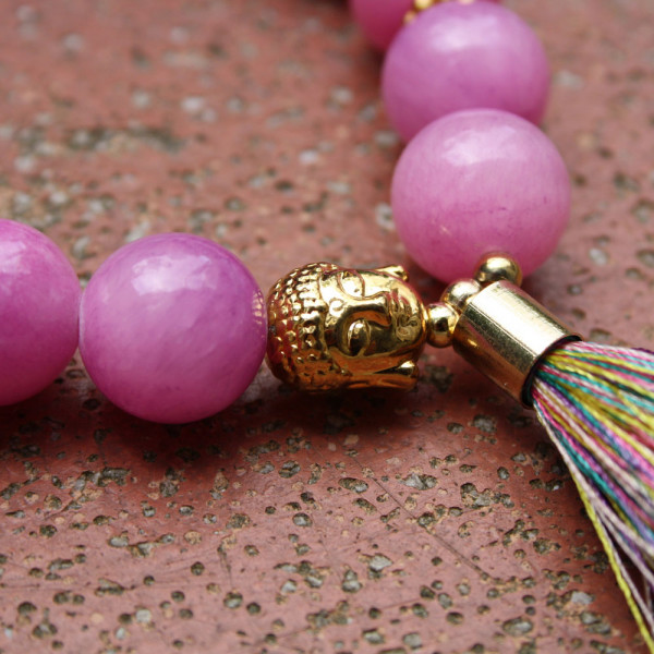 Armband kaufen Golden Buddha Detail 600x600 - Armband Golden Buddha mit Seidenquaste aus pinkfarbener Malay Jade