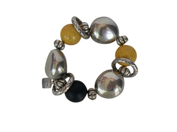 Armband mit gelben schwarzen Kugeln silberne Oliven und Silberringe 600x450 - Armband mit Kugeln, kleinen Oliven und Silberringen