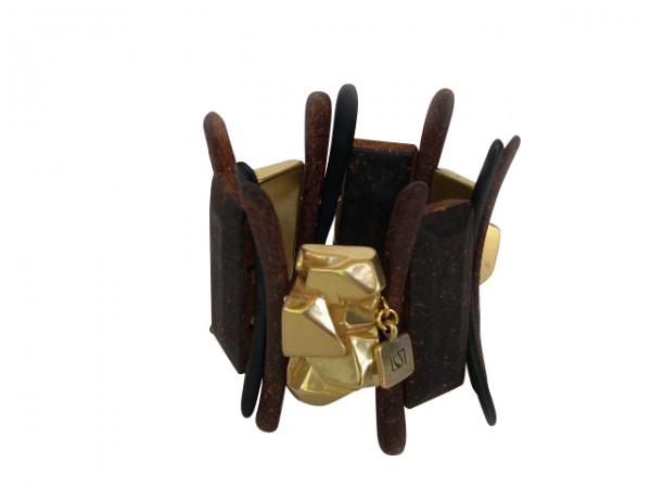 Armband mit goldener Nuggeplatte und rostfarbenen Staeben KugelnPlatte 600x450 - Armband mit Platten,Nuggetplatten und Stäben