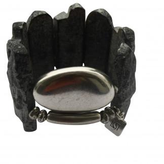 Armband mit grauen Lavaplatten silbernem Staebchen und Oval scaled 324x324 - Armband mit Lava Felsplatten und Silberoval
