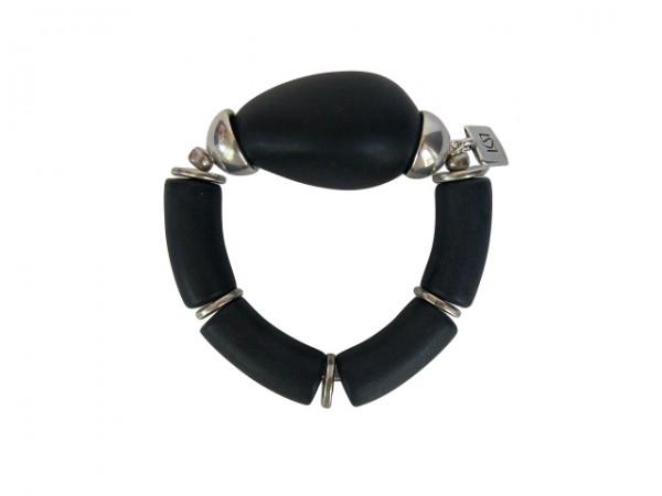 Armband mit schwarzen Boegen und silberner Olive 600x450 - Armband mit Bögen und großer Olive