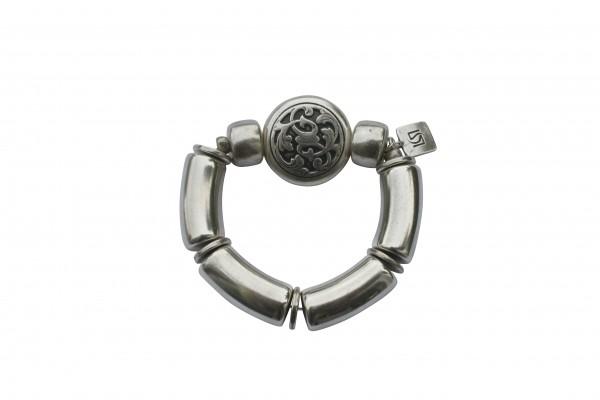 Armband mit silbernen Boegen Reifen und silbernem Blumenmedaillon 600x400 - Armband mit Bögen und kleinem Blumenmedaillon