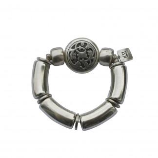 Armband mit silbernen Boegen Reifen und silbernem Blumenmedaillon scaled 324x324 - Armband mit Bögen und kleinem Blumenmedaillon