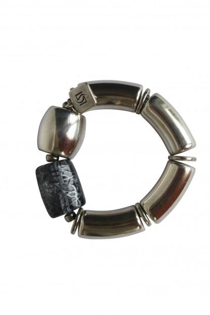 Armband mit silbernen Boegen Tonne und graue Netzrolle scaled 416x623 - Armband mit Bögen, Netzrolle und Tonne