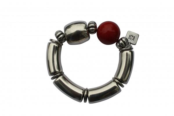 Armband mit silbernen Boegen Tonne und roter Kugel 600x400 - Armband mit Bögen, Kugel und Tonne