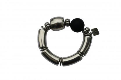 Armband mit silbernen Boegen Tonne und schwarzer Kugel scaled 416x277 - Armband mit Bögen, Kugel und Tonne