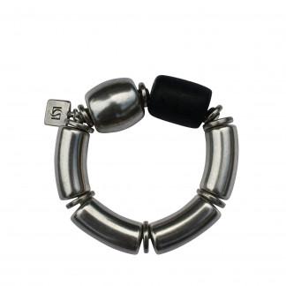 Armband mit silbernen Boegen Tonne und schwarzer Netzrolle scaled 324x324 - Armband mit Kugel und Triangel