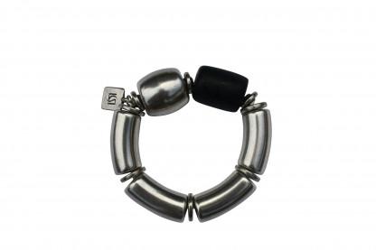 Armband mit silbernen Boegen Tonne und schwarzer Netzrolle scaled 416x277 - Armband mit Bögen, Netzrolle und Tonne