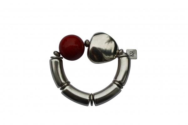 Armband mit silbernen Boegen Triangel und roter Kugel 600x400 - Armband mit Kugel und Triangel