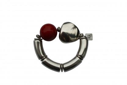 Armband mit silbernen Boegen Triangel und roter Kugel scaled 416x277 - Armband mit Kugel und Triangel