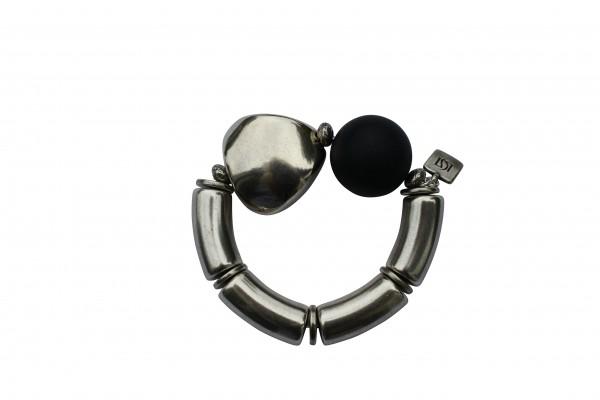 Armband mit silbernen Boegen Triangel und schwarzer Kugel 600x400 - Armband mit Kugel und Triangel