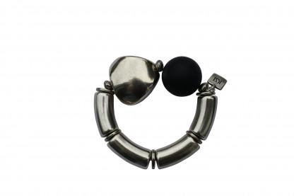 Armband mit silbernen Boegen Triangel und schwarzer Kugel scaled 416x277 - Armband mit Kugel und Triangel