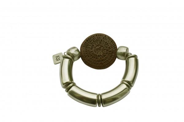 Armband mit silbernen Boegen und brauner Flechtplatte 600x400 - Armband mit Bögen und runder Flechtplatte