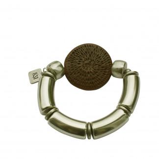 Armband mit silbernen Boegen und brauner Flechtplatte scaled 324x324 - Armband mit Bögen und runder Flechtplatte