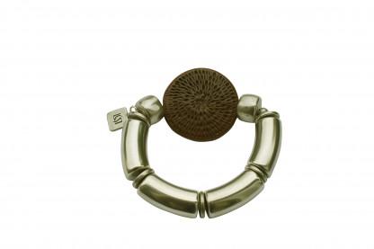 Armband mit silbernen Boegen und brauner Flechtplatte scaled 416x277 - Armband mit Bögen und runder Flechtplatte