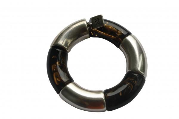 Armband mit silbernen Riesenboegen und bernsteinfarbenen Riesenboegen 600x400 - Armband mit Riesenbögen