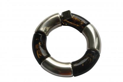 Armband mit silbernen Riesenboegen und bernsteinfarbenen Riesenboegen scaled 416x277 - Armband mit Riesenbögen