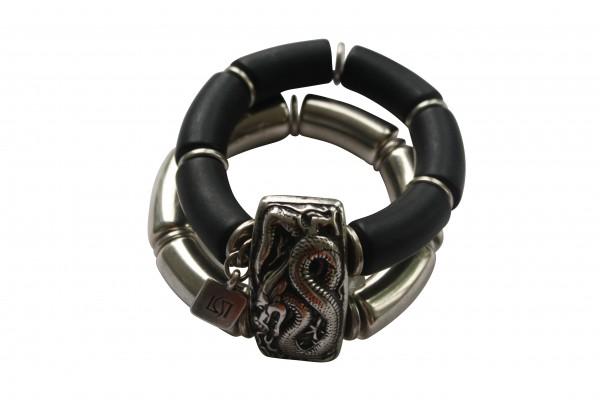 Armband mit silberner Drachenplatte silbernen Boegen und schwarzen Boegen 600x400 - Armband mit Bögen und Drachenplatte