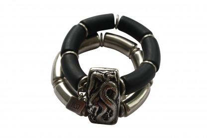 Armband mit silberner Drachenplatte silbernen Boegen und schwarzen Boegen scaled 416x277 - Armband mit Bögen und Drachenplatte