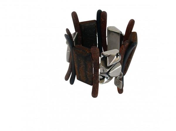 Armband mit silberner Nuggeplatte und rostfarbenen Staeben KugelnPlatte 600x449 - Armband mit Platten,Nuggetplatten und Stäben