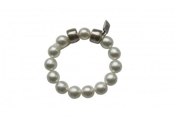 Armband mit weissen Perlen und silbernen Reifen 600x400 - Armband mit Perlen und Reifen