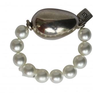 Armband mit weissen Perlen und silberner Olive scaled 324x324 - Armband mit Perlen und großer Olive