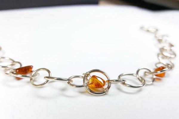 """Armkette aus Silber mit Bernstein Amberchain 1 600x399 - Armkettchen """"Amberchain"""" in Silber und Bernstein"""