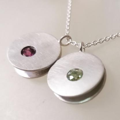 Beispiel für Design-Halskette mit 2 Anhängern