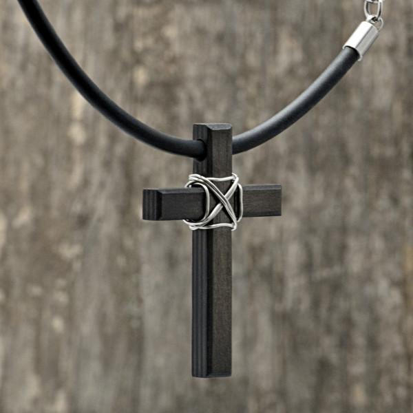 Carbon Schmuck Anhänger Monumentum 2 600x600 - Halskette mit Carbon-Anhänger 'Momentum Parvum'