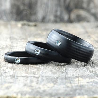Carbon Schmuck Carbon Ringmit Swarovski Kristall 3 5 8mm liegend 416x416 - Carbon-Ring 'Rasilis et Lapis' 5mm