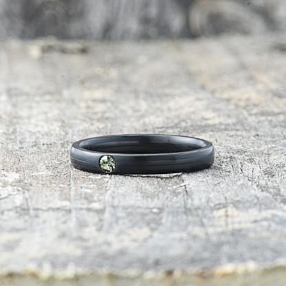 Carbon Schmuck Carbon Ringmit Swarovski Kristall 3mm liegend Black Diamond 416x416 - Carbon-Ring 'Rasilis et Lapis' 3mm