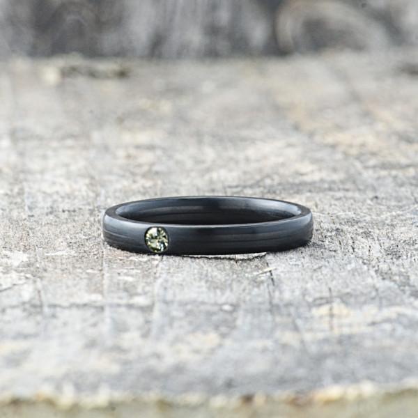 Carbon Schmuck Carbon Ringmit Swarovski Kristall 3mm liegend Black Diamond 600x600 - Carbon-Ring 'Rasilis et Lapis' 3mm