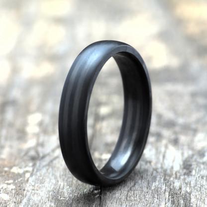 Carbon Schmuck Rasilis 5mm stehend 416x416 - Carbon-Ring 'Rasilis' 5mm
