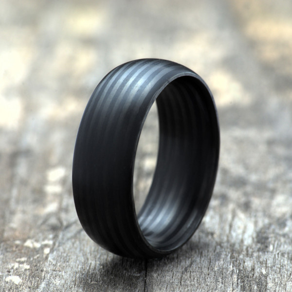 Carbon Schmuck Rasilis 8mm stehend 600x600 - Carbon-Ring 'Rasilis' 8mm
