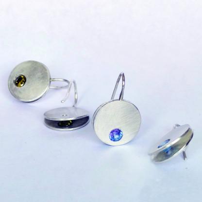 Design-Ohrhänger kaufen Clap mit blauem Stein Vergleich gelber Stein