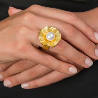 "Design Ring Silber vergoldet mit großer Zuchtperle Sakura 324x324 - Ring ""Sakura"" aus vergoldetem Silber mit großer Zuchtperle"