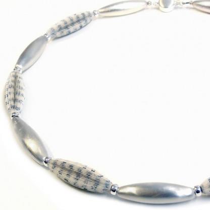 """Designschmuck Halskette Literarische Oliven 65cm 416x416 - Halskette """"Literarische Oliven"""""""