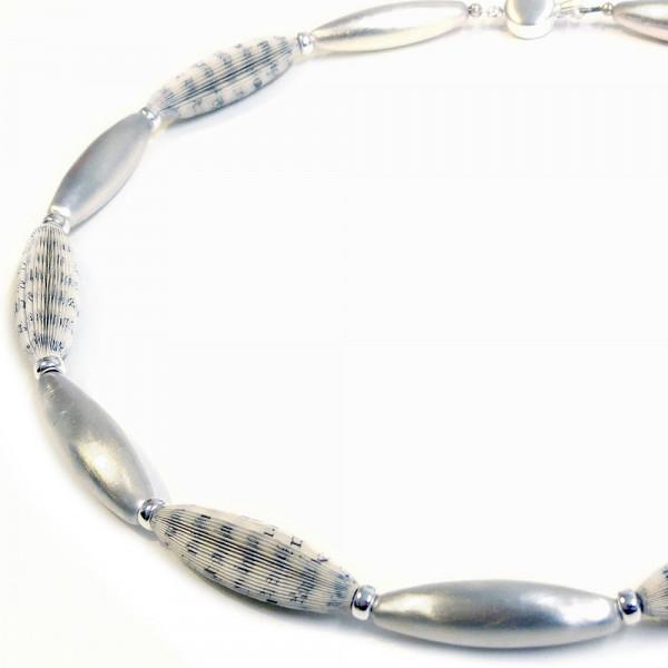 """Designschmuck Halskette Literarische Oliven 65cm 600x600 - Halskette """"Literarische Oliven"""""""