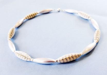 """Designschmuck handgemachte Halskette Literarische Oliven 65cm 416x290 - Halskette """"Literarische Oliven"""""""
