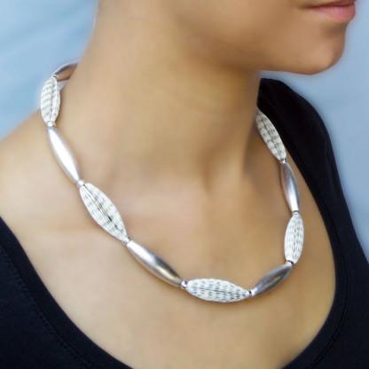Designschmuck individuelle Halskette Literarische Oliven 65cm