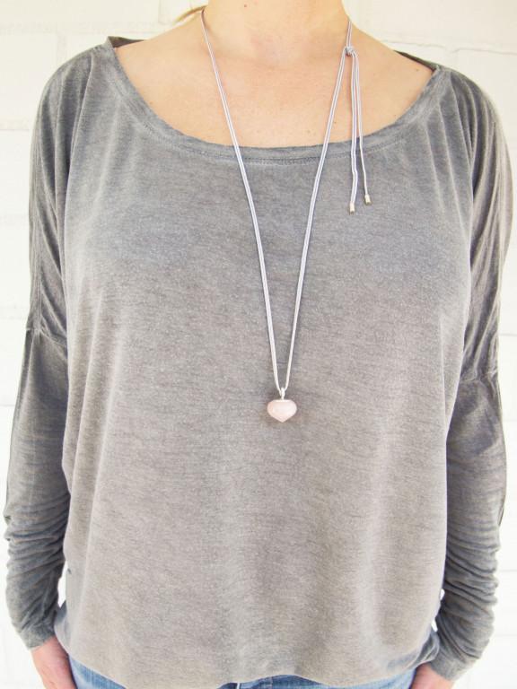 Designschmuck kaufen 14 1 Anhänger Rosenquarz Silber Halskette 576x768 - Schmuckset Rosenquarz im Onion-Cut