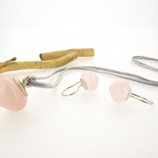 Designschmuck kaufen 14 2 Anhänger Rosenquarz Silber Ohrstecker 324x324 - Drop - Halskette mit Rutilquarz mit goldenen Nadeln
