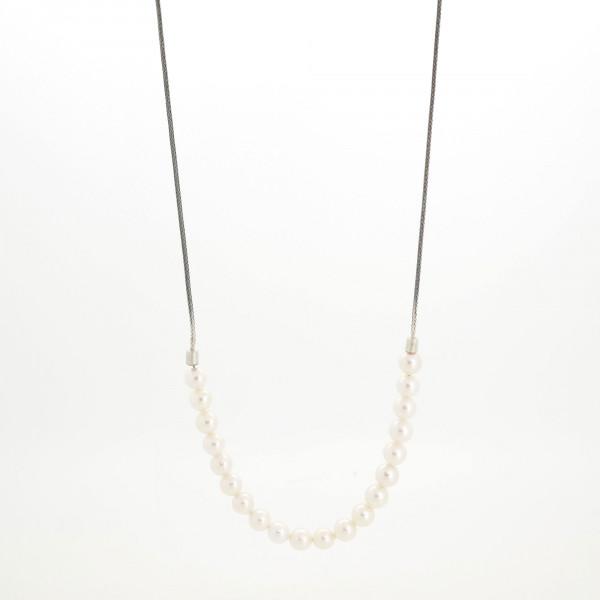 Designschmuck kaufen 16 Perlkette Halbundhalb klein 600x600 - Halskette mit Akoya Zuchtperlen