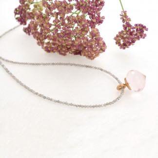 Designschmuck kaufen 21 2 Halskette Rosenquarz facettiert Anhänger Rauchquarzkette 324x324 - Mondsteinkette mit Anhänger aus facettiertem Rosenquarz
