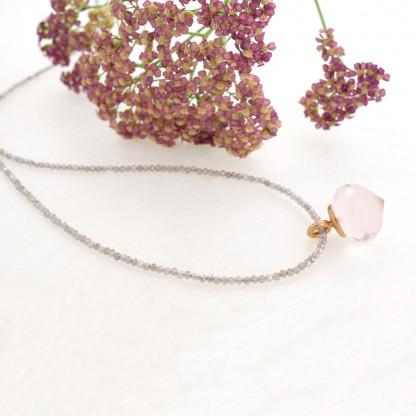 Designschmuck kaufen 21 2 Halskette Rosenquarz facettiert Anhänger Rauchquarzkette 416x416 - Mondsteinkette mit Anhänger aus facettiertem Rosenquarz